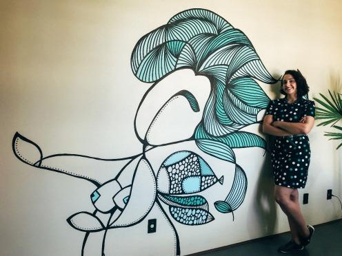 Pintura da Fada das Divinas Ideias em parede da Agência Santo Comunicação Criativa - Pelotas RS.