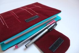 Capa bordada para cadernos.
