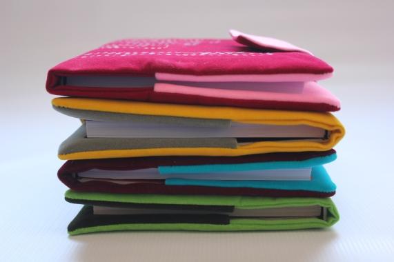 Capas bordadas para cadernos.